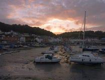 Marina de St Aubin sur l'île de débardeur images stock