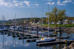 Marina de ville de lac, ressort Photos stock