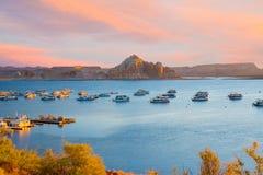 Marina de Wahweap de naer de bateaux-maison sur le lac Powell en page Arizona Images libres de droits