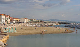 Marina di Pisa-Sommerurlaubsort lizenzfreie stockfotos