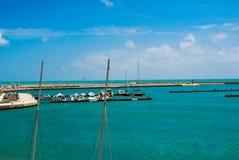 Marina di Ragusa turysty port w Sicily Zdjęcia Royalty Free