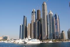 Marina du Dubaï de vue du bord de l'eau Photographie stock libre de droits