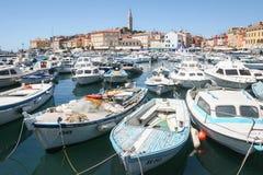 Marina et bord de mer dans Rovinj Images libres de droits