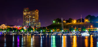 A marina and Federal Hill at night at the Inner Harbor in Baltim Stock Photography