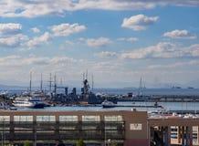 Marina Flisvos - parcheggio degli yacht e delle navi un giorno soleggiato nella città di Atene, Grecia fotografia stock