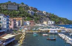 Marina Grande-Hafen gelegen in Sorrent, Italien Stockbild