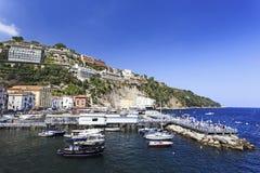 Marina Grande i Sorrento, Italien, Campaniaregion på ett härligt Royaltyfri Bild