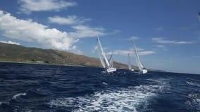 Marina Greek Andros-eiland Zachte golven, camerabeweging, een reeks klemmen (HD) stock video