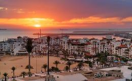Marina i den Agadir staden på solnedgången, Marocko Arkivbilder