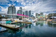 Marina i nowożytni budynki przy Harbourfront w Toronto, Ont Zdjęcie Stock