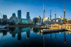 Marina i w centrum linia horyzontu, widzieć przy Harbourfront w Tor Fotografia Stock