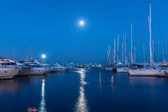 Marina Istanbul à l'heure bleue Photographie stock libre de droits