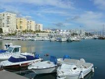 Marina lokalizować na nabrzeżnym schronieniu Estepona, Hiszpania zdjęcie stock