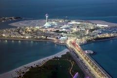 Marina Mall på skymning. Abu Dhabi arkivfoton