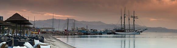 Marina med förankrade nöjeyachter i Eilat, Israel Arkivfoto