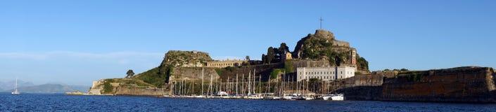 Marina och gammal fästning royaltyfri foto