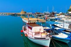 Marina och Kyrenia slott Royaltyfria Bilder