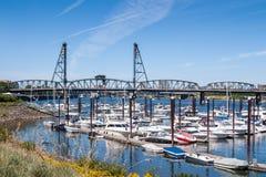 Marina och stålbron, Portland, ELLER Royaltyfri Foto