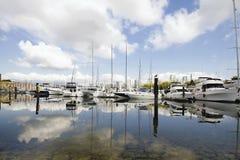 Marina odbicie przy Granville wyspą Vancouver BC zdjęcia stock