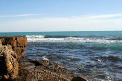 marina Olas y rocas Lizenzfreie Stockbilder