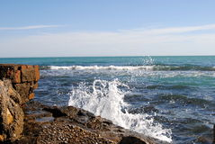 Marina. Olas y rocas Royalty Free Stock Photos