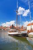 Marina på den Motlawa floden i gammal stad av Gdansk Royaltyfria Foton