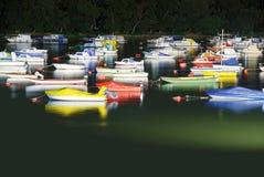Marina på Donauen på natten Royaltyfria Bilder