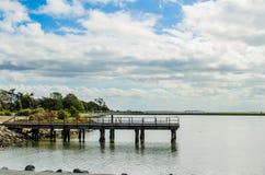 Marina Pier mit Wolken Stockfotografie