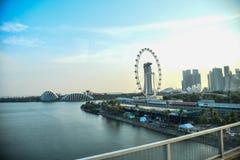 Marina Podpalany nabrzeże w Singapur, uwypukla Marina Podpalanych piaski, kształtującego artScience muzeum i Helix most zdjęcie stock