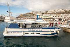 Puerto Rico, Gran Canaria - December 16, 2017: Marina of Puerto Rico, tourists entering the boat on the gangway, to. Marina of Puerto Rico, tourists going on Stock Photo