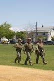 Marina statunitense non identificata s dal gruppo di EOD dopo la dimostrazione di contromisure di miniera durante la settimana 20 Fotografia Stock Libera da Diritti