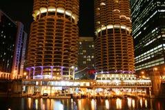 Marina Towers kopplar samman aka havre i Chicago Arkivbilder
