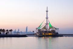 Marina Waves Pavilion på skymning, Kuwait Arkivbild
