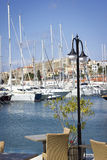 Marina, yachts et château Photographie stock
