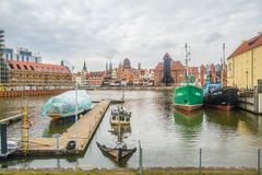 Marina z łodziami cumuje w starym schronienie kanale na Starym miasteczku, Gdańskim, Polska fotografia stock