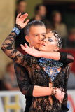 Marina Zakharova und Ivan Popov-Lebediansky - lateinisches Tanzen Lizenzfreie Stockfotografie