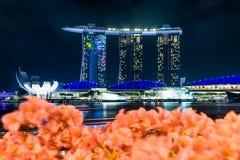 Marinabaysand buildind på Singapore med oskarp förgrund Arkivfoton