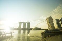 MARINAFJÄRD, SINGAPORE - mars, 14 2015: Otta av Merlion Fotografering för Bildbyråer