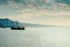 marinai della barca al tramonto di alba Fotografia Stock