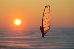 Marinaio del ghiaccio al tramonto Immagini Stock Libere da Diritti