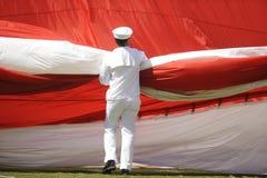 Marinaio e bandiera americana Fotografie Stock Libere da Diritti