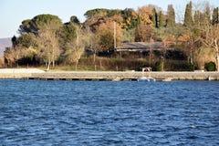 Marinasikt i sjön Arkivbilder
