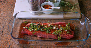 Marinata per una bistecca deliziosa Immagini Stock Libere da Diritti
