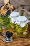 Marinated огурцы, огурцы в шаре, комплекте соленья огурца Стоковые Изображения RF