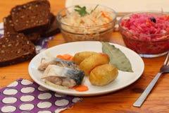 Marinated скумбрия и испеченная картошка Стоковая Фотография