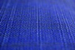 Marinblå tygtextur Mörker - blå torkdukebakgrund Övre sikt för slut av marinblå tygtextur och bakgrund Arkivfoto