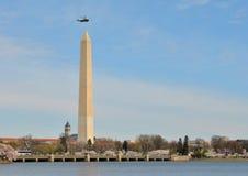 Marine Één en het Monument van Washington stock afbeeldingen