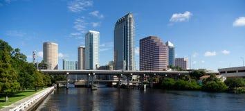 Marine Boat Ship Canal Downtown stads- tunnelbanahorisont Tampa Bay Florida arkivbild