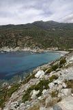 Marine de Giottani Cap Corse, grusstrand på västkusten med lite hamnen och det lilla hotellet, Korsika, Frankrike Royaltyfri Fotografi