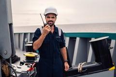 Marine Deck Officer of eerste stuurman op dek van schip of schip stock afbeeldingen